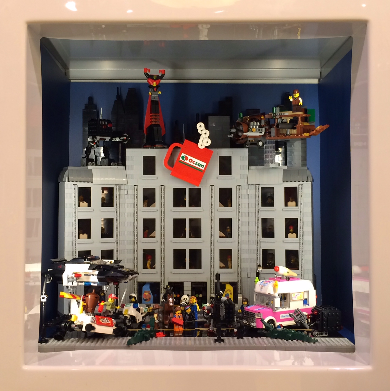Lug showcase window at lego brand retail palisades center for Brand windows